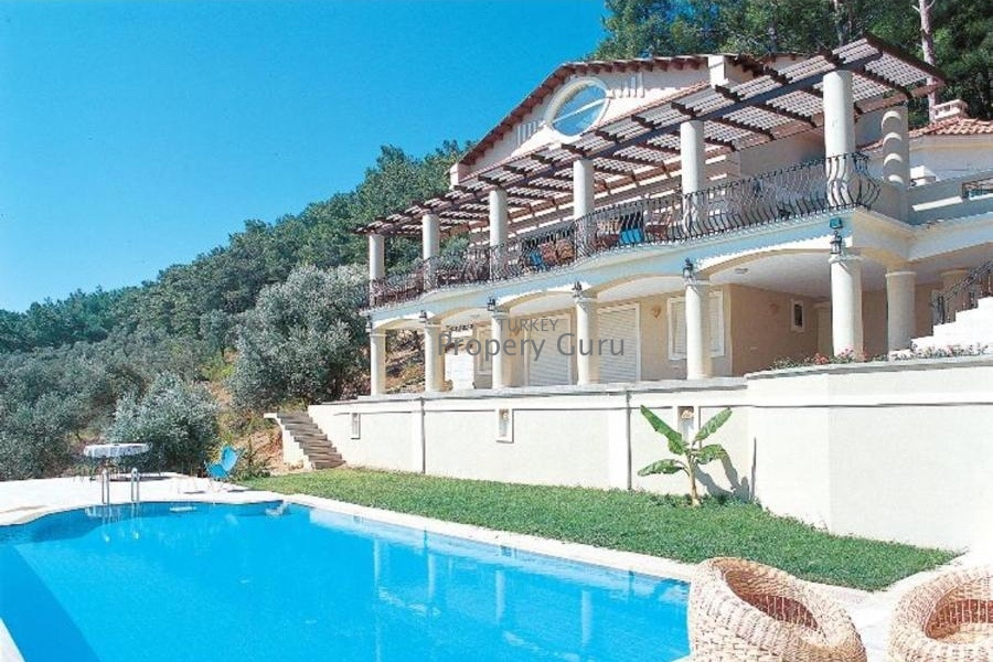Hillside Pine Tree Villa with Sea Views in Urla