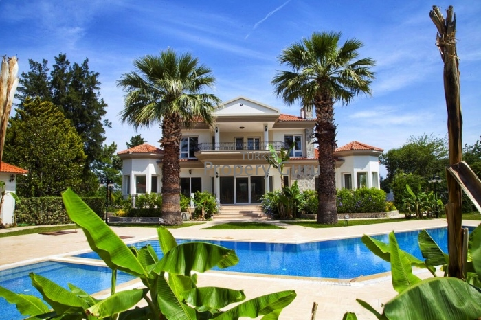 LARGE PRIVATE LUXURY VILLA for Sale in Urla
